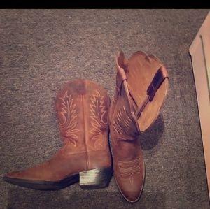 Ariat Hertiage cowboy boots